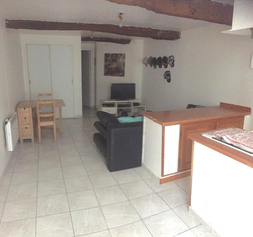 Vente appartement type studio T1 SAINT ZACHARIE Coeur village au calme cave voûtée
